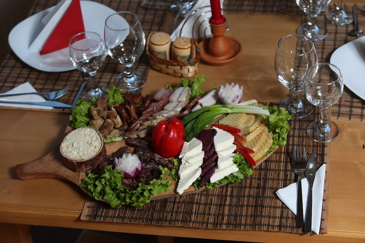 SatulPrunilor_PietrositaDambovita_Restaurant_04